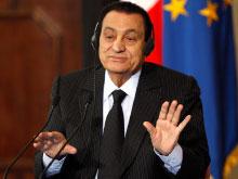 مبارك خلال زيارته إلى ايطاليا قبل أيام (طوني جنتيل - رويترز)