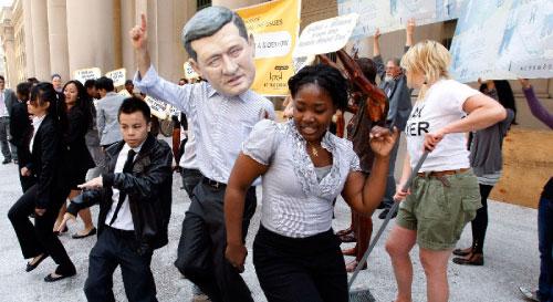 تظاهرات احتجاجية استباقاً لقمة العشرين في تورونتو (مايك كاسيسي ـ رويترز)