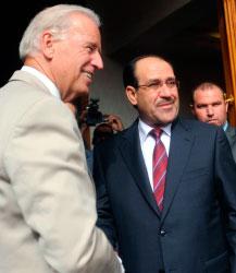 المالكي مستقبلاً بايدن في بغداد قبل أيام (رويترز)