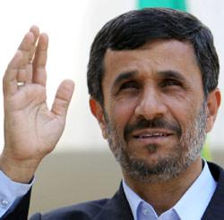 الرئيس نجاد خلال احتفال في طهران في ايار الماضي (عطا كناري - أ ف ب)