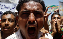التظاهرات مستمرة في اليمن لاسقاط صالح (خالد عبد الله ــ رويترز)