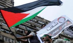 خلال إحياء ذكرى النكبة أمام السفارة الإسرائيلية في القاهرة (أ ف ب)