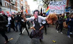 من تظاهرات الطلاب وسط لندن أمس (ليون نيل ــ أ ف ب)