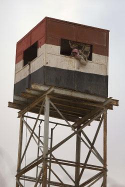 نقطة تفتيش مصرية على الحدود مع فلسطين (مناحم كاهانا ــ أ ف ب)