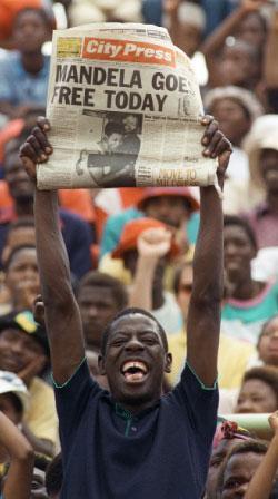 يوم خروج مانديلا من سجنه عام 1990
