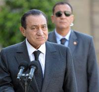 مبارك خلال زيارته الأخيرة الى باريس  (مانويل مدينا ـ أ ف ب)