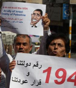 تظاهرة منددة بالدبلوماسية الأميركية في رام الله أمس (عباس موماني ـ أ ف ب)
