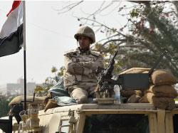 خصصت وزارة الدفاع والداخلية قرابة 150 ألف ضابط وجندي لتأمين البلاد (أرشيف)