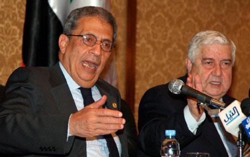 موسى والمعلم في المؤتمر الصحافي المشترك في دمشق أمس (خالد الحريري ــــ رويترز)