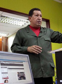 الرئيس الفنزويلي تشافيز يدشن مركزاً لحماية الإنترنت بعد الانتشار الكبير لتويتر في البلاد (رويترز)