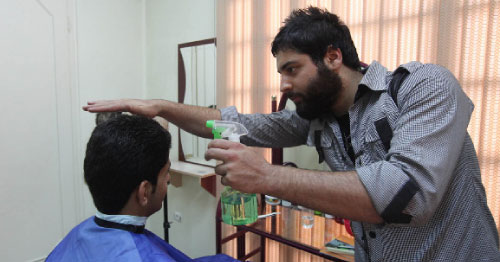 وزارة الإرشاد الإيرانيّة حدّدت مواصفات لقطات الشعر المقبولة (محسن رضائي ــ أ ف ب)