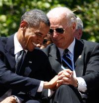 بايدن عن أوباما: لديك أول أفريقي أميركي يعرف كيف يتكلم وذكي، ونظيف وشكله جيد (أ ب)