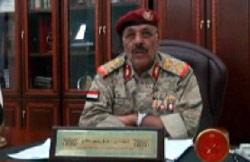علي محسن الأحمر معلناً انضمامه إلى الثوار أمس (رويترز)