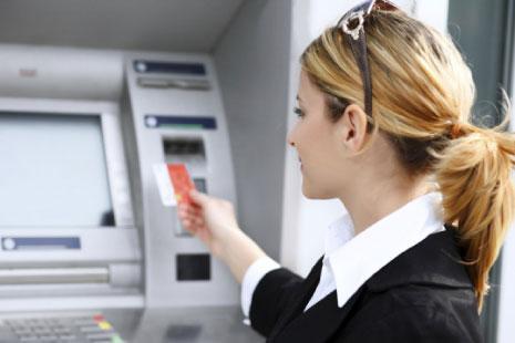 يرى بعضهن في تعدّد الفروع كما ماكينة الـ(ATM) عامل جذب