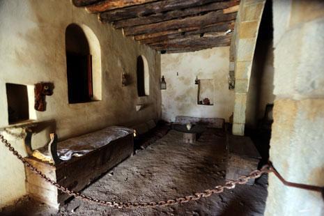 منزل الأديب جبران خليل جبران في بشري، طيني مغلق (مروان بو حيدر)