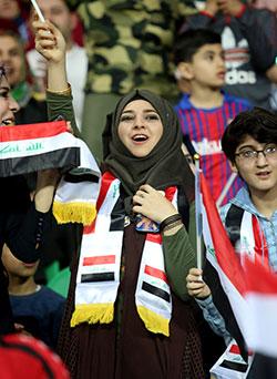 خلال مباراة كرة قدم بين العراق والسعودية على ملعب مدينة البصرة (أ ف ب)