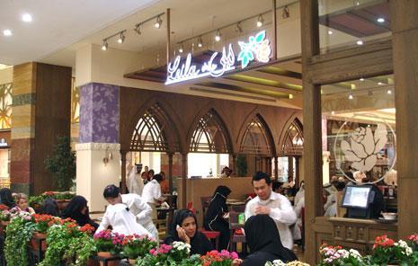 باتت أسماء المطاعم اللبنانية منتشرة في أرجاء دبي