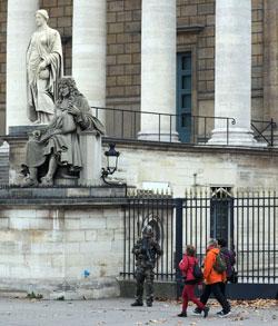 الحل الأمني وحده ــ إذا توافرت الإرادة ــ لا يكفي أمام تنظيم غير مرئي وهلامي مثل «داعش» (الأناضول)
