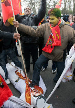متظاهرون من التاميل في جنيف الأسبوع الماضي (سالفاتور دي نولفي ــ أ ب)
