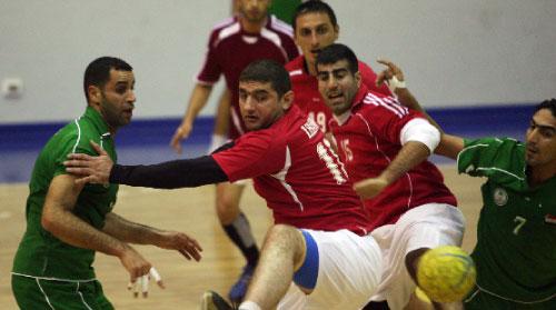 لاعبا منتخب لبنان ذو الفقار ضاهر وفيليب تامر خلال المباراة مع العراق قبل انطلاق بطولة آسيا (أرشيف ــ بلال جاويش)