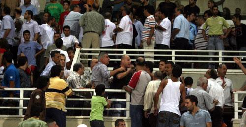 مشهد من مشادّات وانقسامات جمهور الكرة سابقاً... كيف لا يتكرر؟ (أرشيف ــ عدنان الحاج علي)