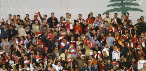 جمهور كرة لبنان طار بين منع الحكومات و«زعرنة» المتسلّلين