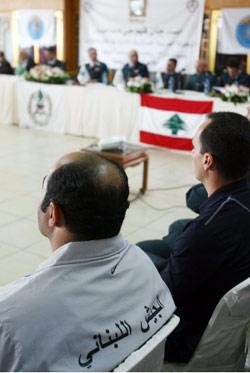 فريق الجيش يتابع فعاليات المؤتمر الصحافي وبدا العميد بطرس في الصورة العليا (مروان بو حيدر)