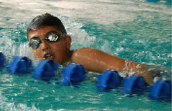 يوري غصن خلال سباق 200 م حرة فئة 8 ــ 9 سنوات