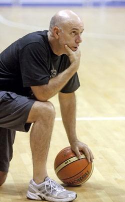 مدرب منتخب لبنان طوماس بالدوين يترقّب استحقاق ستانكوفيتش الصعب (مروان بو حيدر)