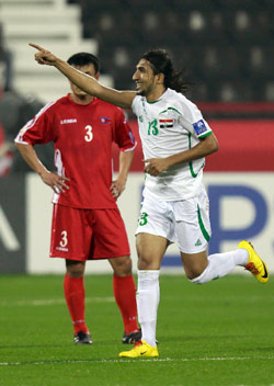 العراقي كرار جاسم محتفلاً بإصابة الفوز في مرمى كوريا الشمالية (لوافي لعربي ـ رويترز)