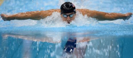 الأميركي مايكل فيلبس خلال سباق 100 م فراشة (كريستوف سيمون - أ ف ب)