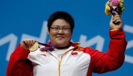 الصينية لولو جو وذهبية وزن فوق 75 كلغ في الاثقال (رويترز)