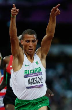 مخلوفي بعد فوزه بسباق 1500 متر (لوسي نيكولسون ــ رويترز)