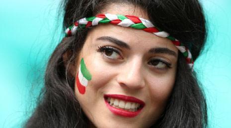 ابتسامة إيرانية رغم عدم التأهل...