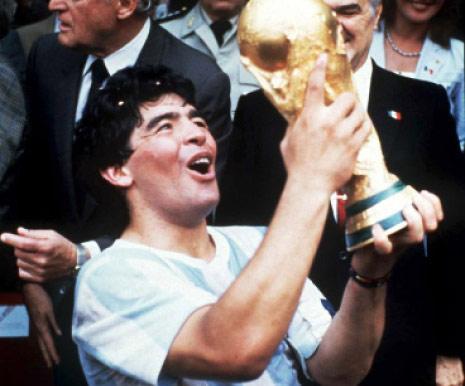 ... ومارادونا على حساب ألمانيا في 1986 (أرشيف)