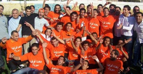 لاعبو الخيول مع إدارة النادي يحتفلون بإحرازهم بطولة لبنان لفئة الآمال (خاص - الأخبار)