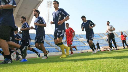 لاعبو العهد يؤدون مرانهم أمس في المدينة الرياضية (بلال الجاويش)