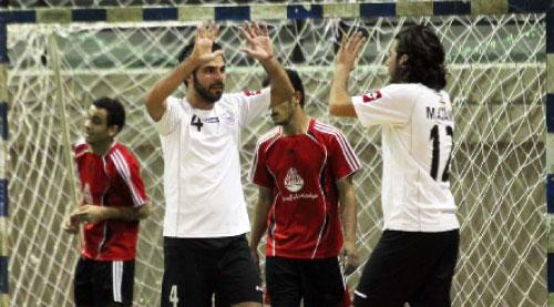 لاعبا أول سبورتس محمد عجمي وحسن توبة (4) يحتفلان بأحد أهداف فريقهما ضد أولمبيك صيدا ذهاباً (أرشيف)