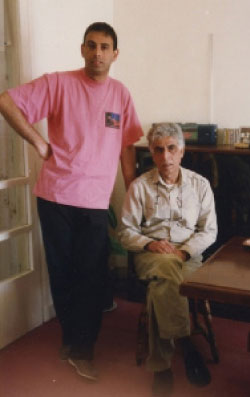 سعدي يوسف مع ابنه الراحل حيدر (1992)