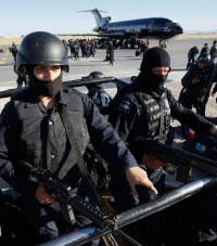 الشرطة الفدرالية المكسيكية في مدينة سيوداد خواريز الحدودية (دانيا آغيلار - رويترز)