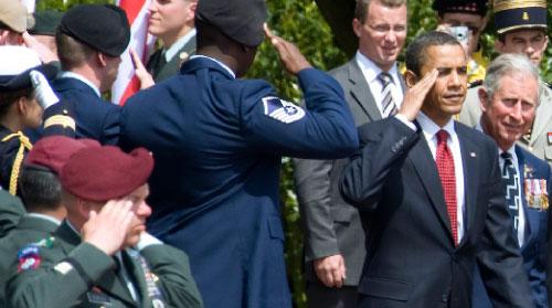 أوباما يشارك في ذكرى احياء انزال النورماندي أول من أمس (كريس هلغرن ــ رويترز)