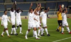 لاعبو النجمة يحيّون الجمهور بعد المباراة (مروان بو حيدر)