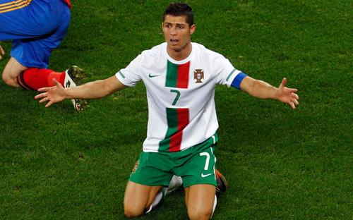 رونالدو خلال مباراة بلاده ضد اسبانيا في دور الـ16 من كأس العالم (روبيرتو كانديا ــ أ ب)