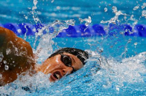السباحة اللبنانية كاتيا بشروش خلال سباق 800 م حرة
