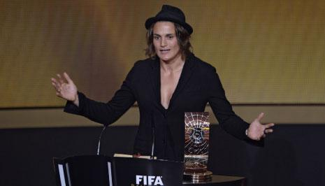 حارسة المرمى الالمانية نادين أنغيرر افضل لاعبة في العالم (أ ف ب)