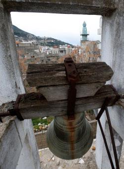 تستكين كنيسة البلدة في الحارة القديمة (علي حشيشو)