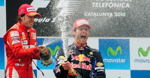 ويبر محتفلاً بفوزه في جائزة إسبانيا بمشاركة ألونسو (مانو فرنانديز ــ أ ب)
