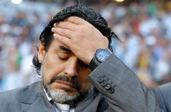 مارادونا خلال مباراة الأرجنتين والمانيا في ربع نهائي كأس العالم (بيتر كلونزر ــ أ ب)