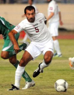حجيج لاعباً أثناء المباراة  (طلال سلمان)