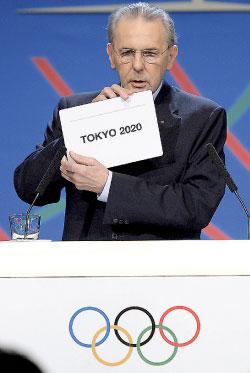 جاك روغ يعلن فوز طوكيو (فابريس كوفريني ــ أ ف ب)